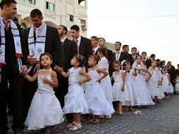Boda multitudinaria con niñas organizada por Hamas. /Foto: diariodeunateo.blogspot.com.