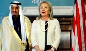 Hillary Clinton, con el rey de Arabia Saudi. /Foto: alwaght.com.