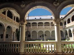 Claustro renacentista de San Bartolomé de Lupiana. ¡Máxima belleza!/ Foto: thewedday.wordpress.com.