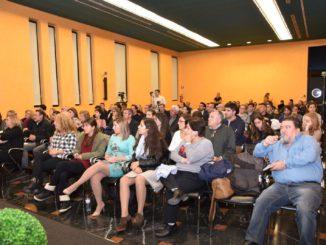 Público asistente a la presentación de UCIN en Alicante. /Foto: ramblalibre.com.