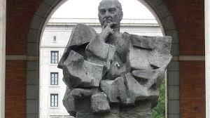 Estatua de Largo Caballero en Nuevos Ministerios. /Foto: diarioya.es.