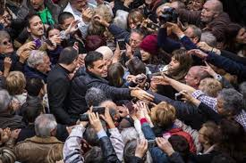 Pedro Sánchez, en olor de multitudes. /Foto: elperiodico.com.