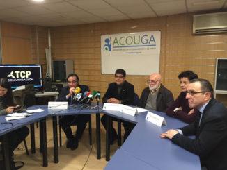 Xoan Antón, con su equipo. /Foto: ramblalibre.com.