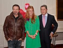 Nacho, de Mecano, Julieta de Micheo y Federico Trillo, en la Embajada. /Foto: estrelladigital.es.