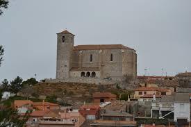 Los Santos de la Humosa, con su Iglesia parroquial. /Foto: escapadarural.com.