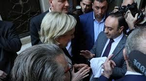Marine Le Pen, rechaza la imposición del velo en Beirut. /Foto: lavozdegalicia.es.