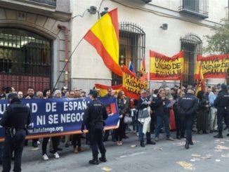 Patriotas concentrados. /Foto: publico.es.
