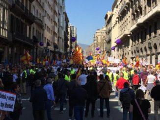 Cabecera de la manifestación. /Foto: lavanguardia.com.