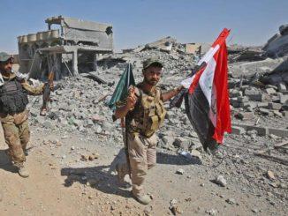 Soldados iraquíes hacen la señal de la victoria tras liberar Tal Afar. /Foto: elmundo.es.